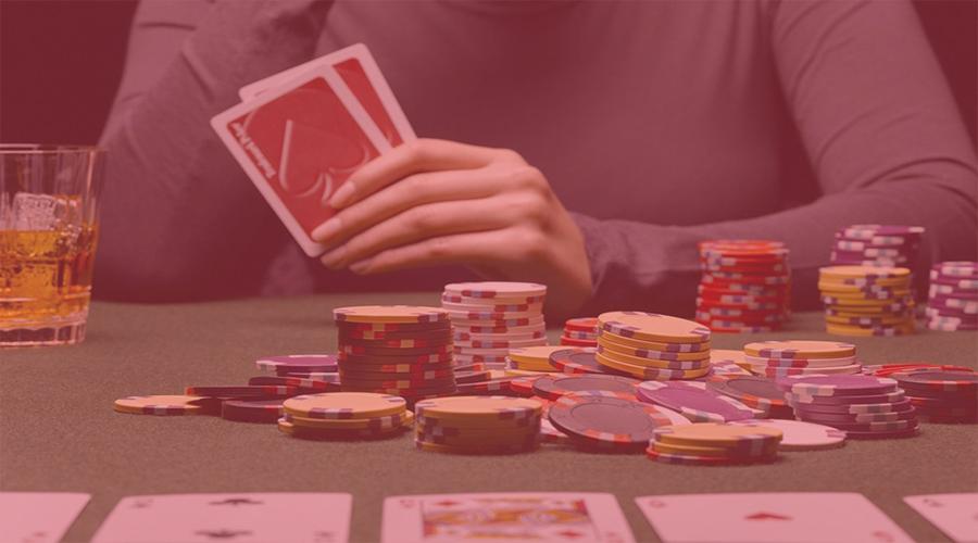 Keunggulan Bermain PKV Games Poker dibanding Poker Offline
